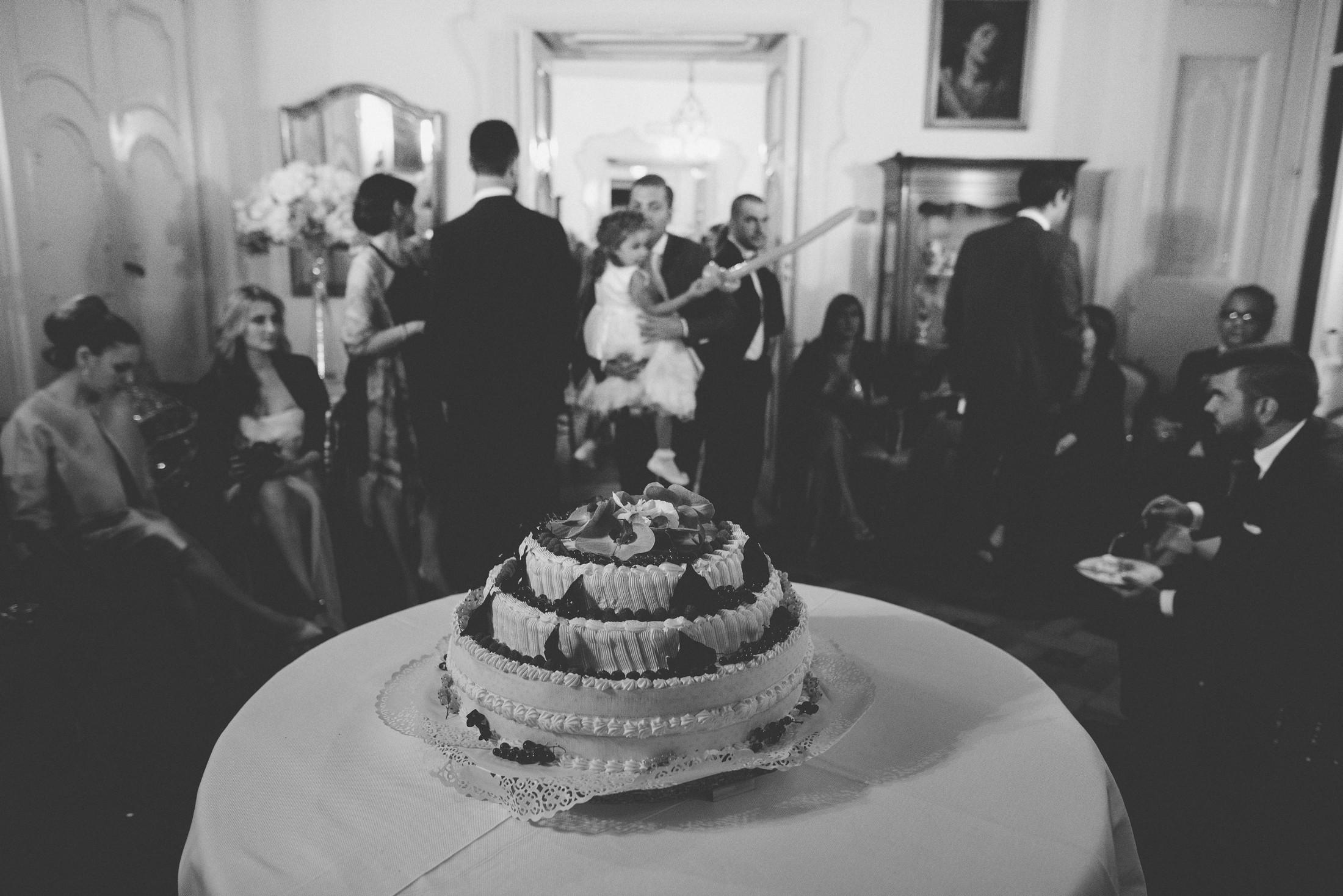 adriana alfano wedding cake in black and white at hotel palumbo ravello italy