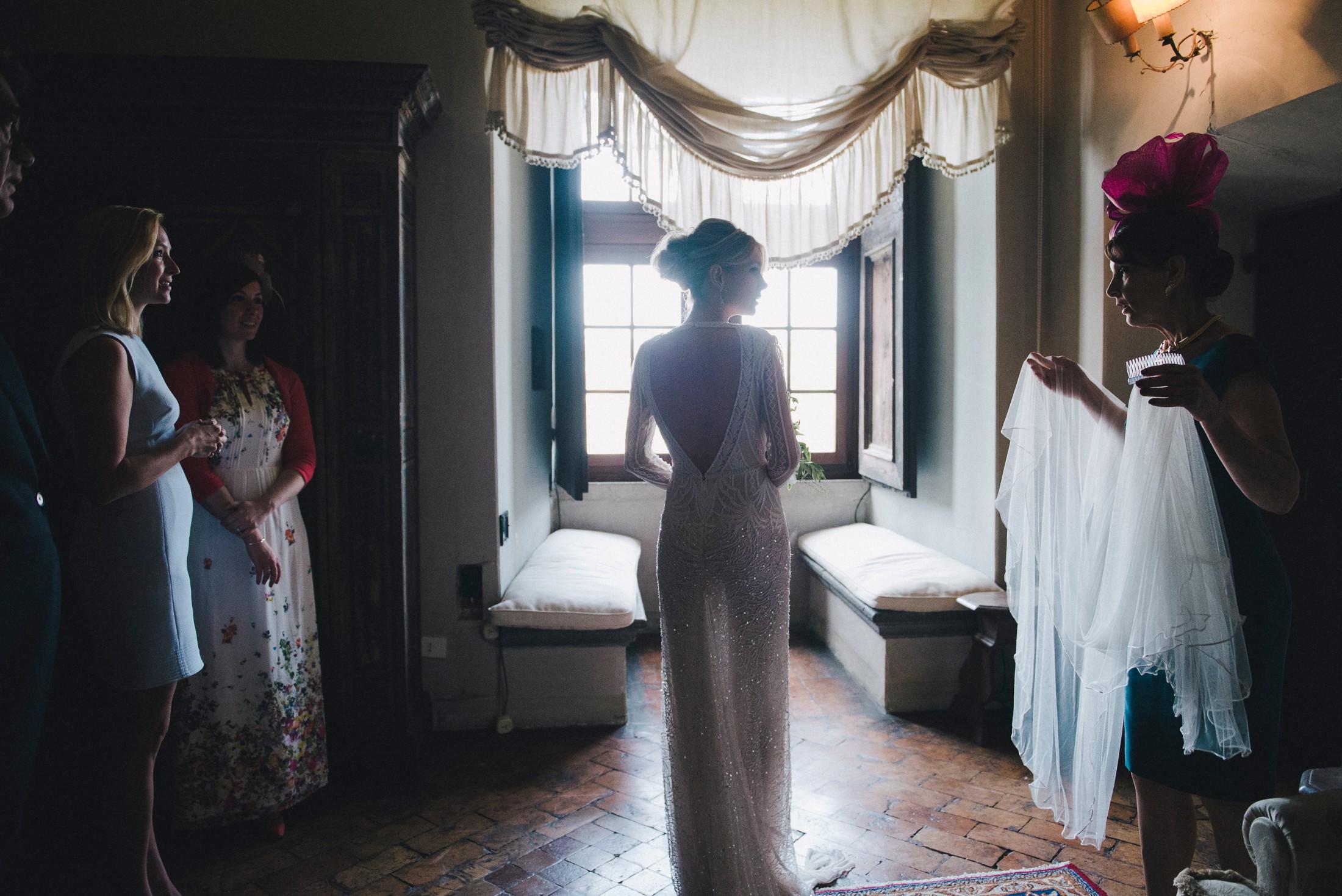 adriana alfano the bride is going to dress the veil at castello odescalchi bracciano rome