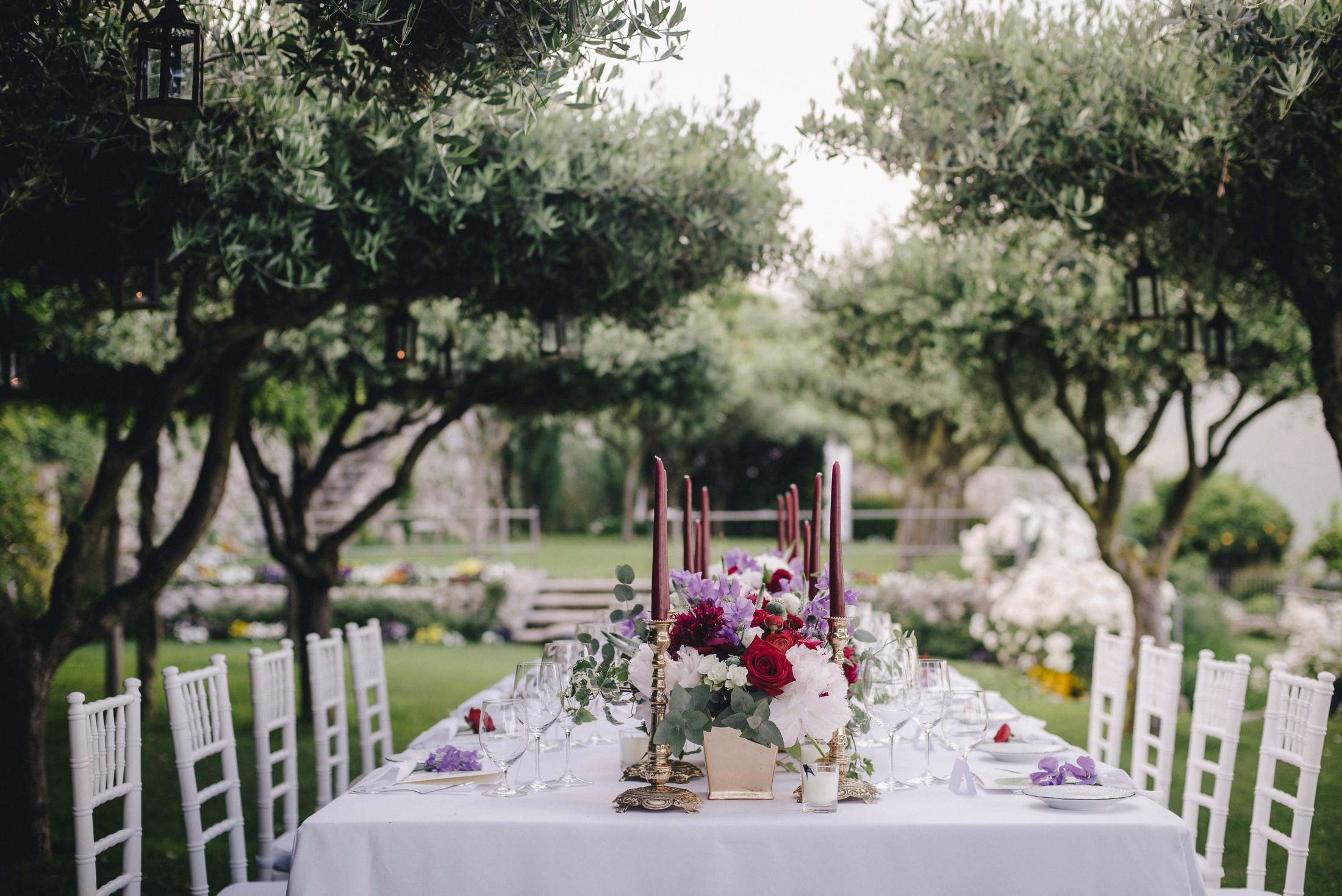 adriana alfano wedding table at hotel caruso ravello italy