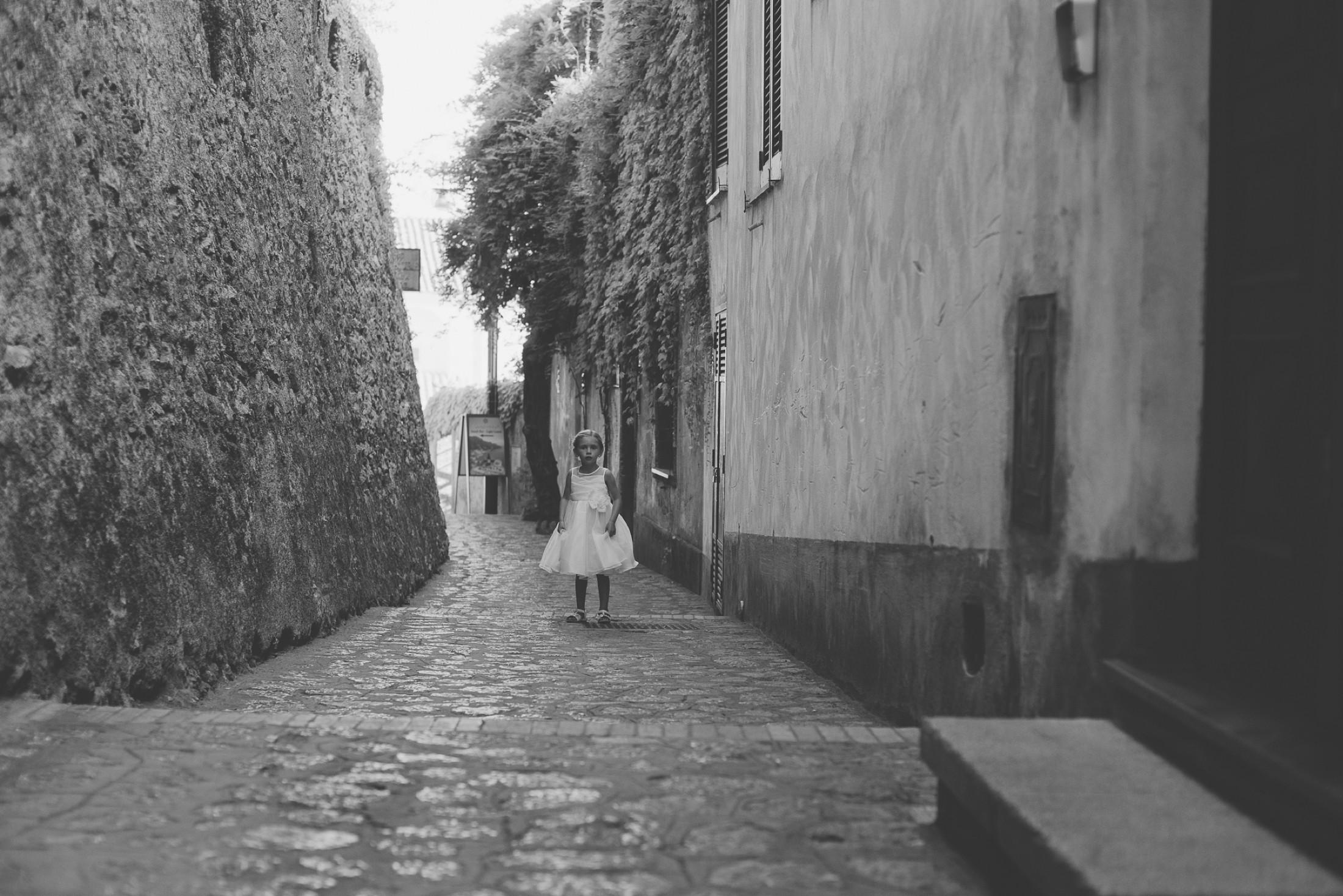 adriana alfano flower girl portrait in a ravello street