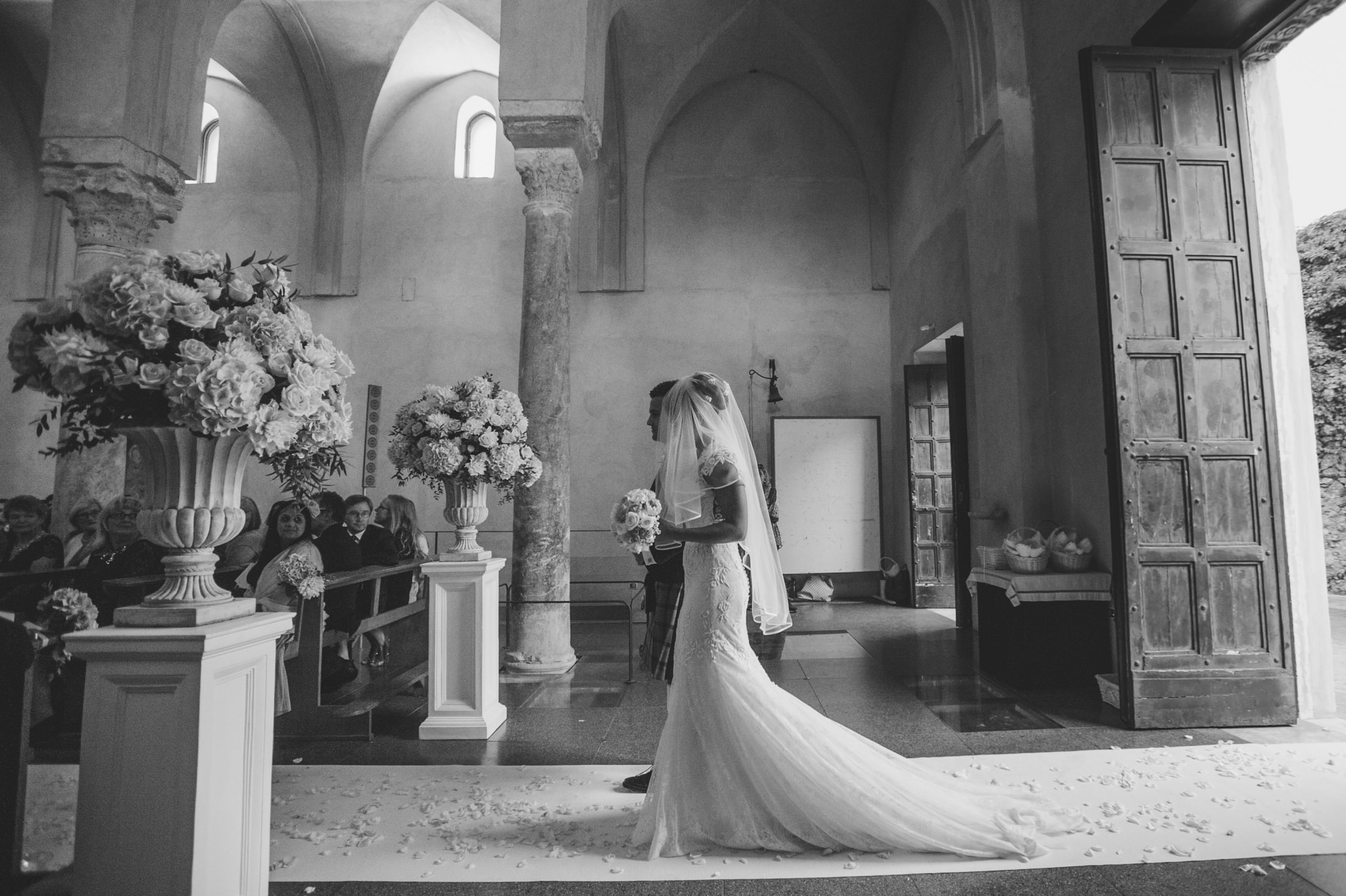 gianni di natale the bride walks to the aisle with her father black and white