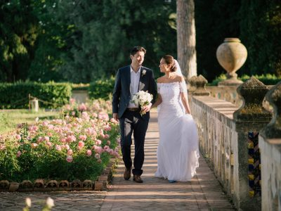 bride and groom walking tough the rose gardens of villa cimbrone