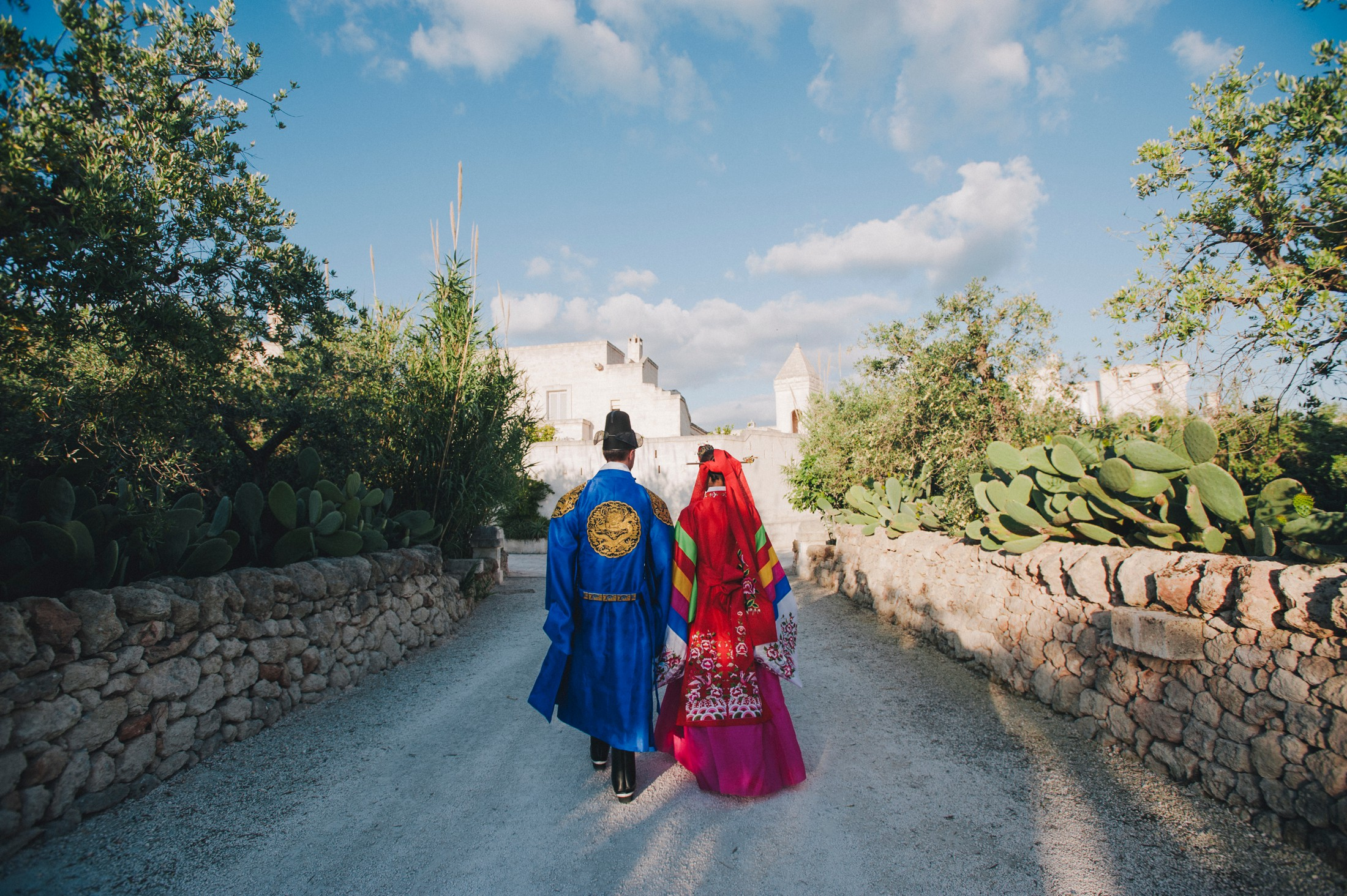 bride and groom walking to the wedding ceremony in Borgo Egnazia Apulia