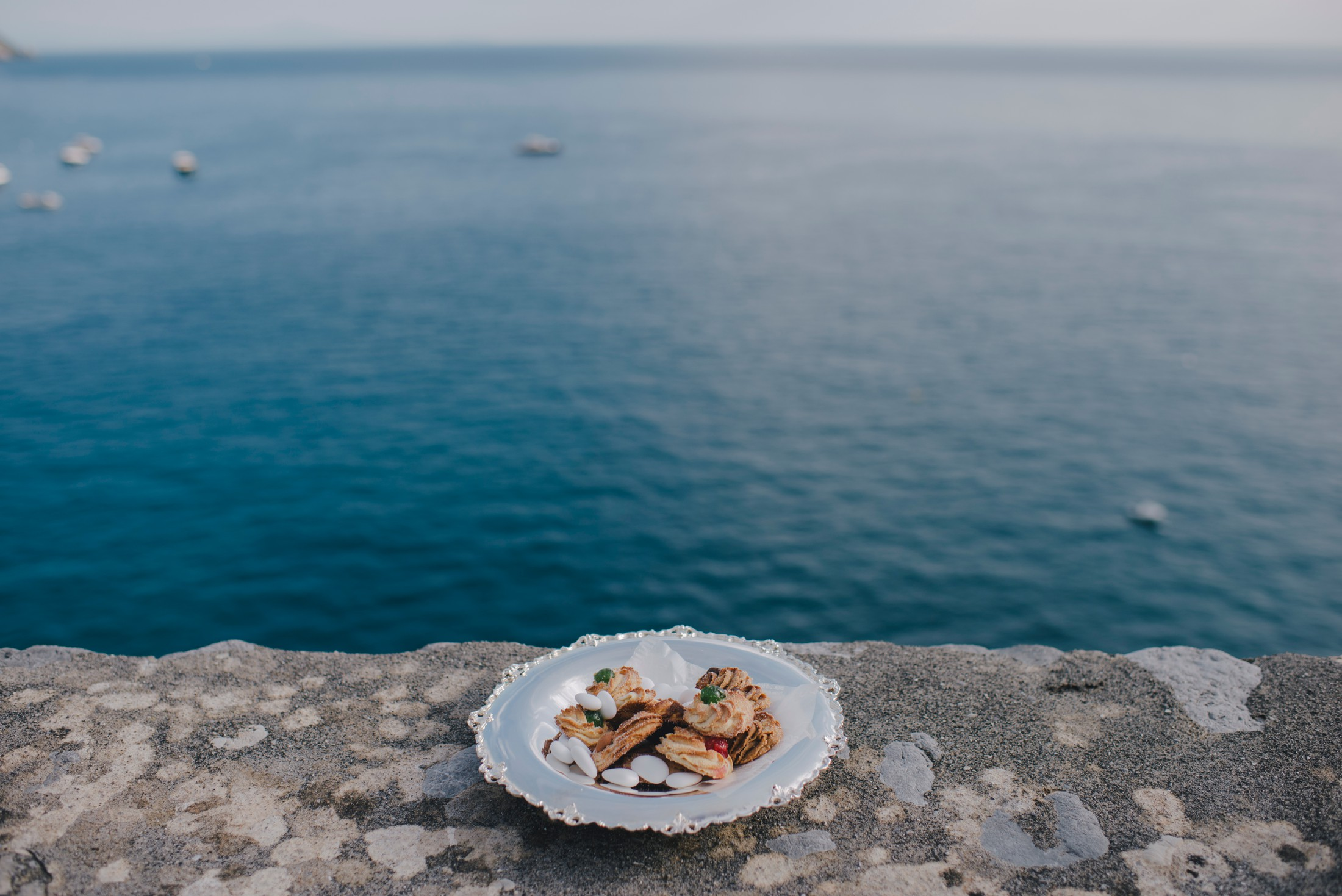 positano elopement a dish with some wedding sweets and the sea as background
