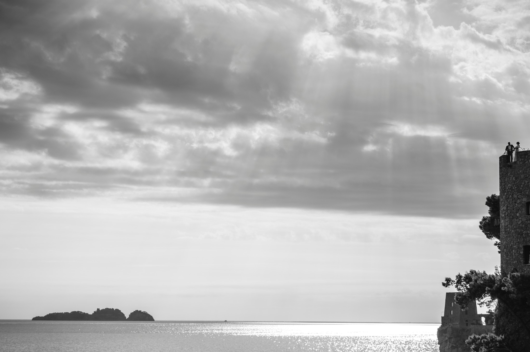 positano elopement bride and groom from far away black and white