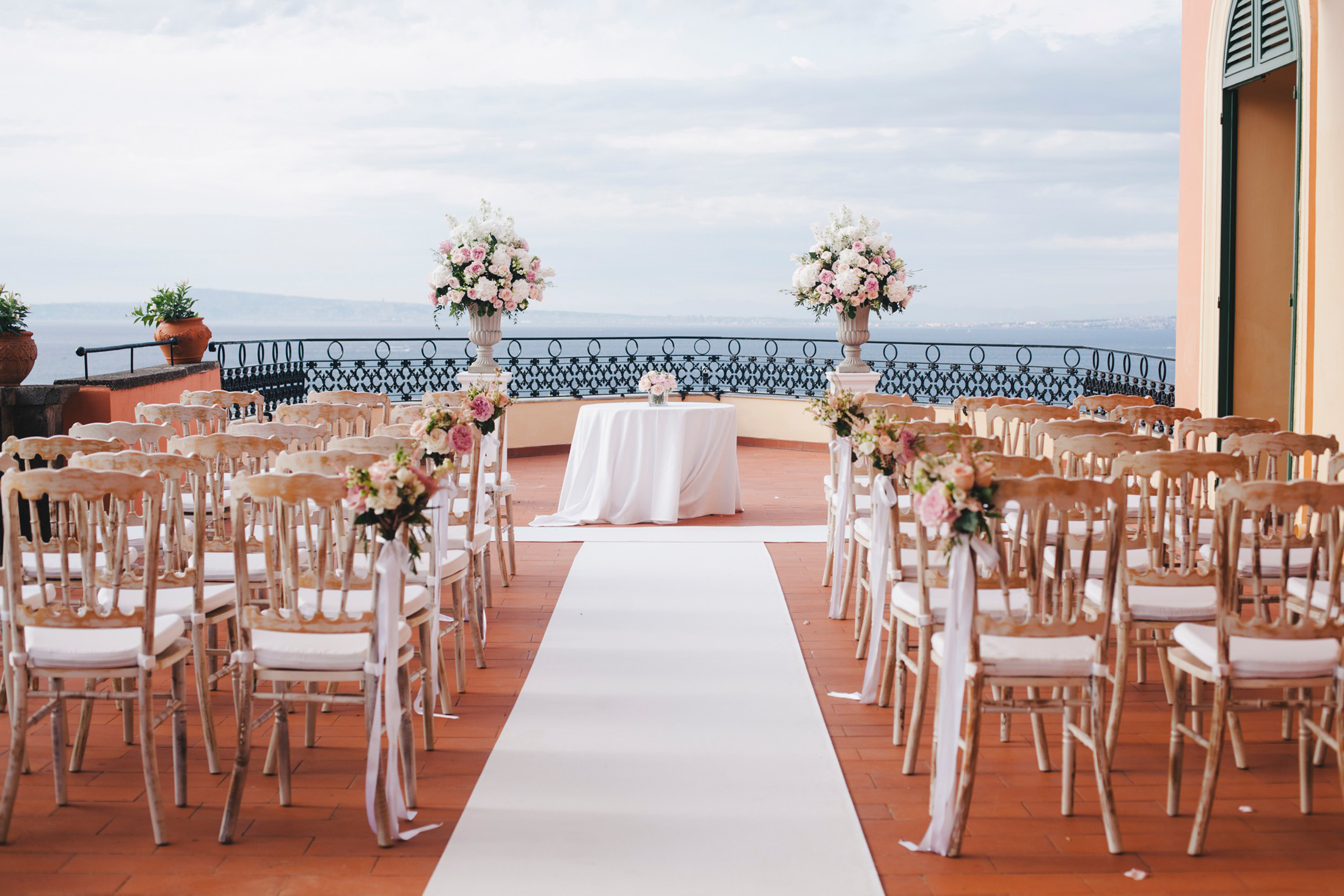 wedding in sorrento ceremony setting at the excelsior vittoria