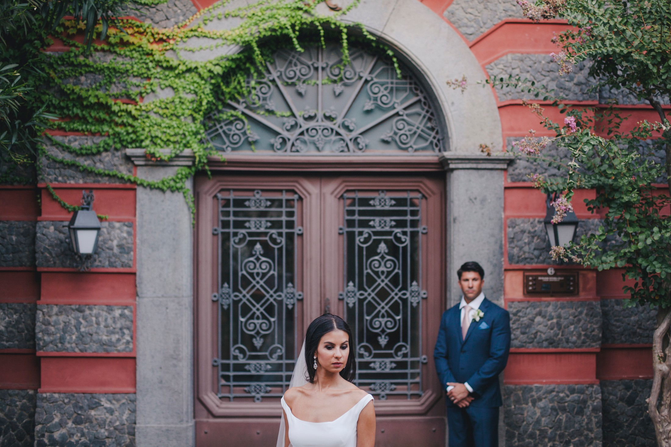 wedding in sorrento bride and groom's portrait wit a big wooden door as background