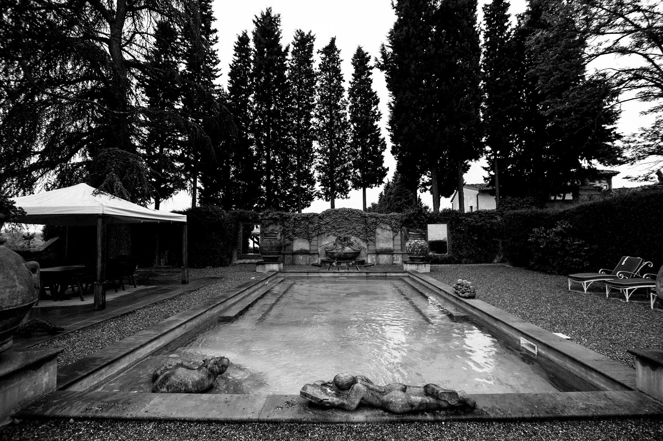 villa mangiacane firenze in black and white