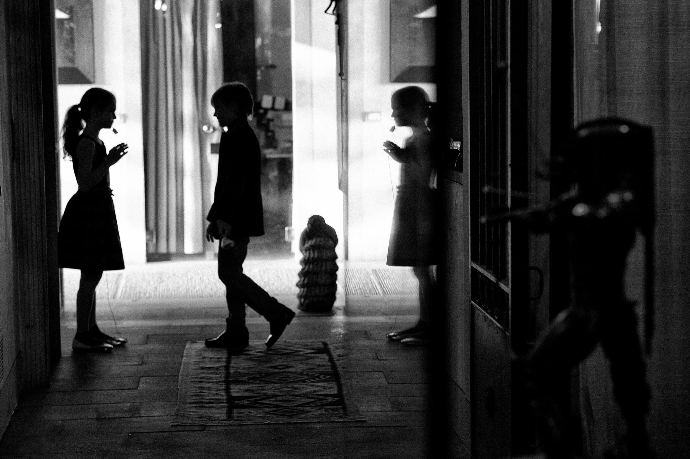 children silhouettes at villa mangiacane florence