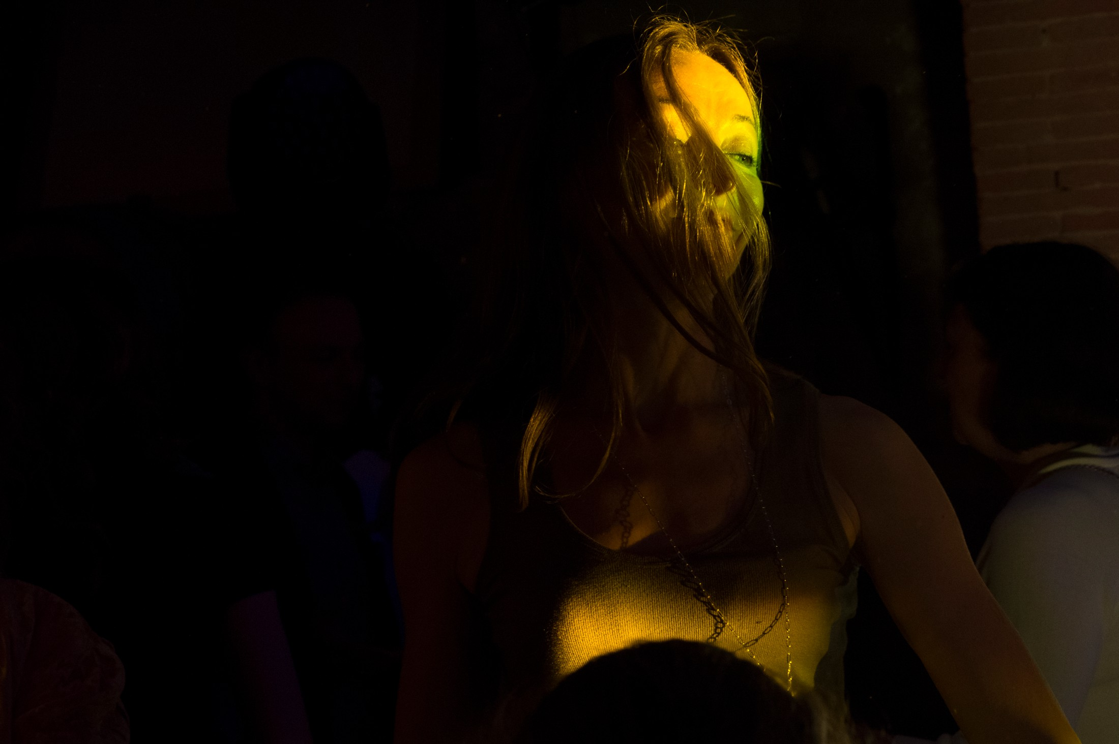 wedding guest during the dance party at villa mangiacane florence