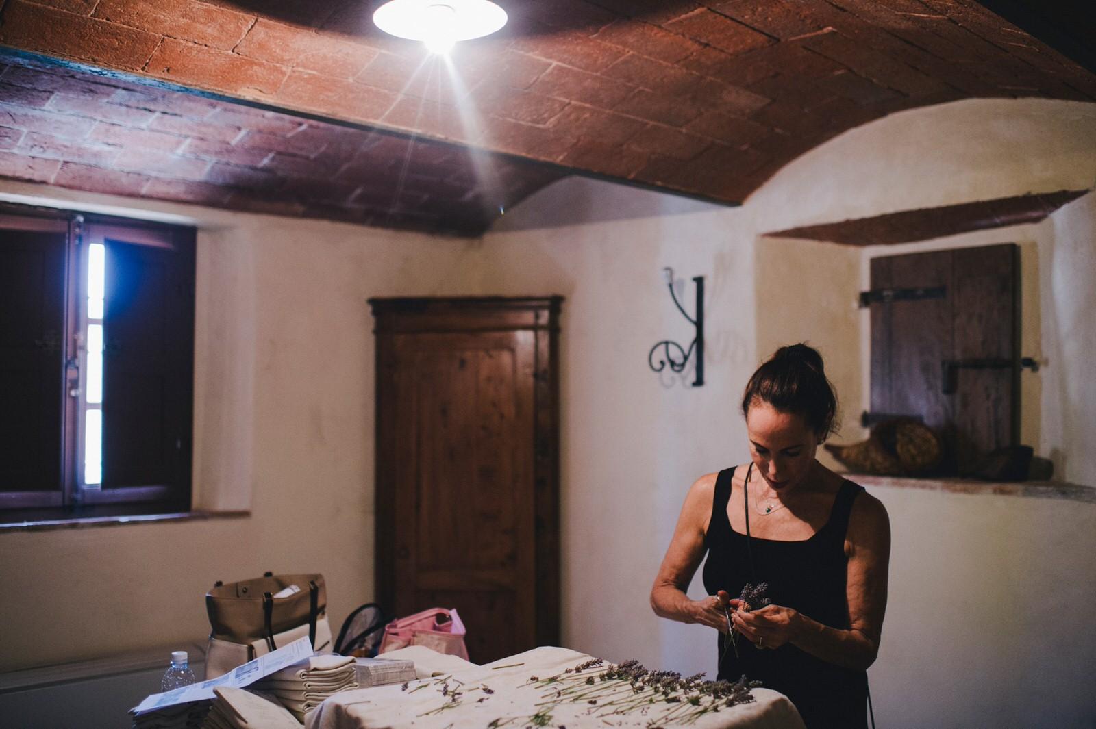 tuscany wedding the wedding planner preparing flower decoration
