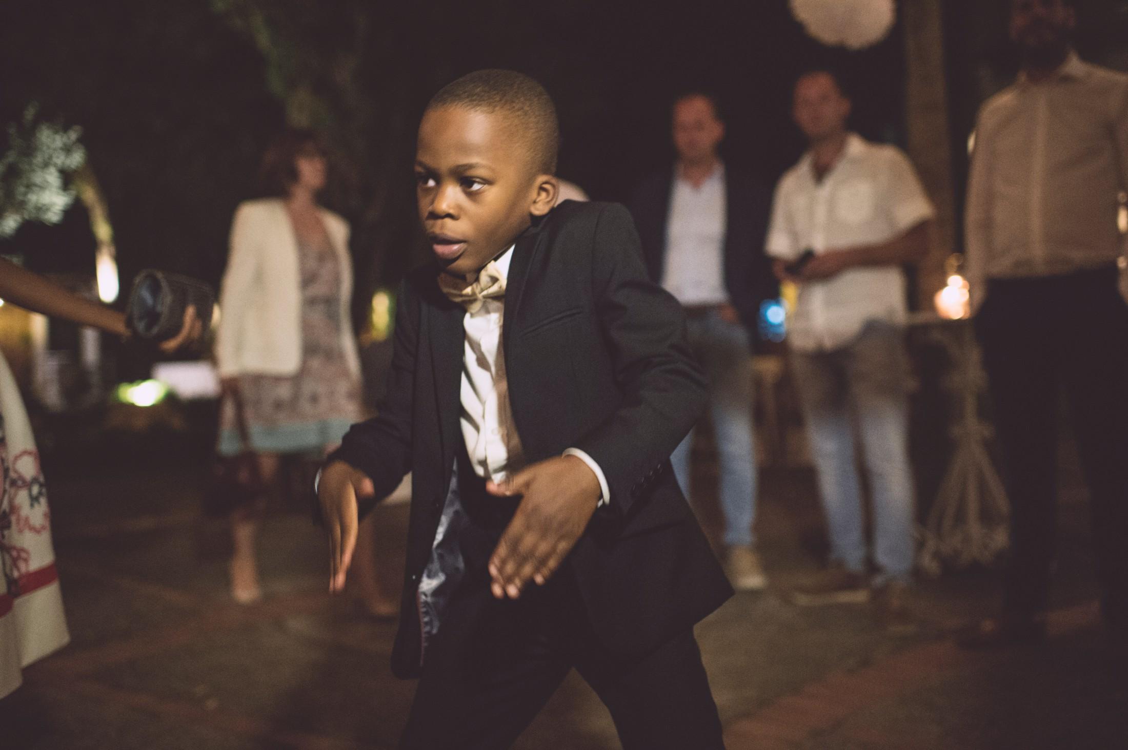 wedding in ravello young boy dancing