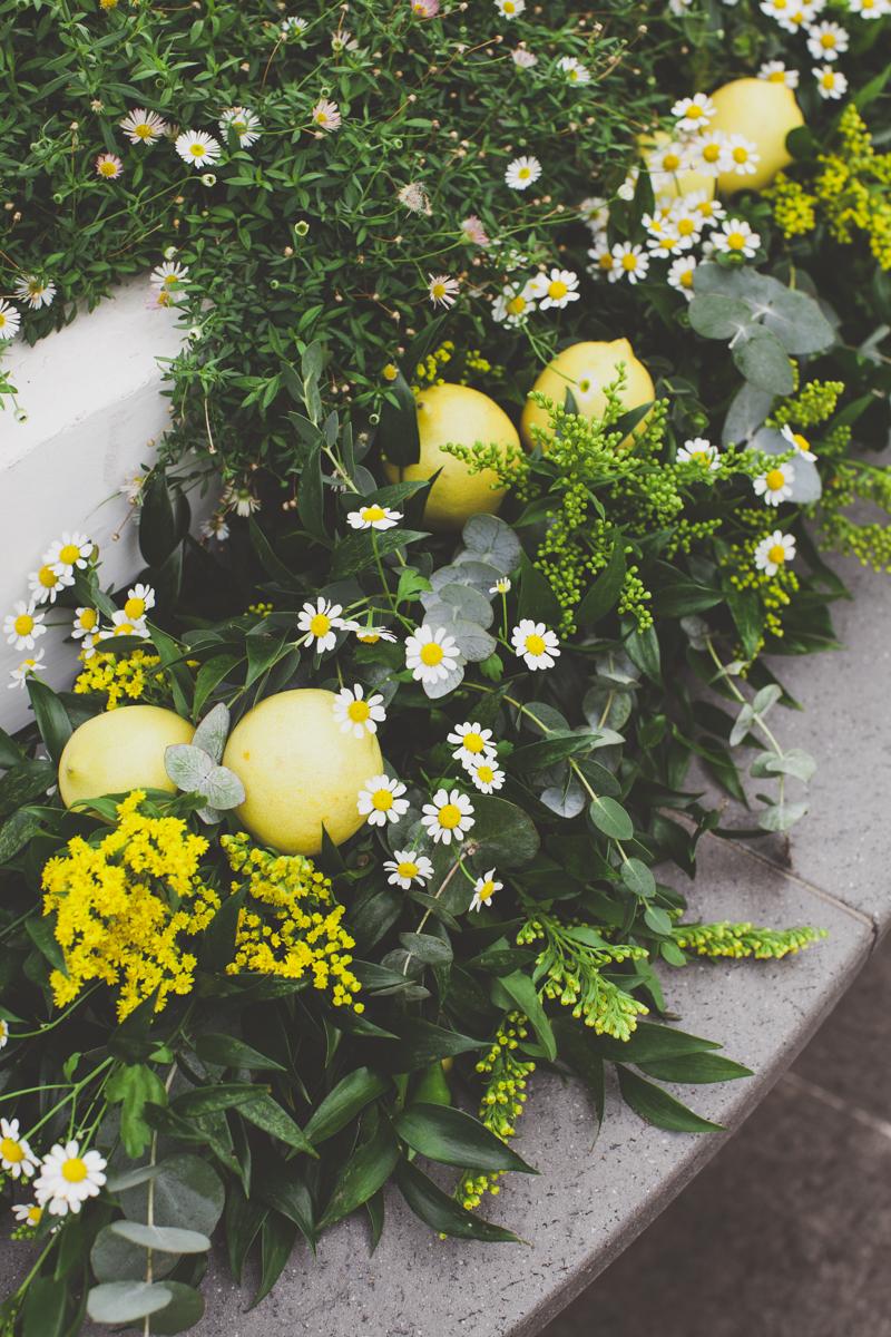 wedding in amalfi flower decor with lemons