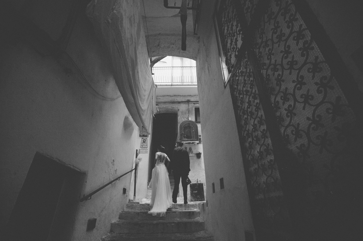 wedding in amalfi the bride and the groom walking together in black and white