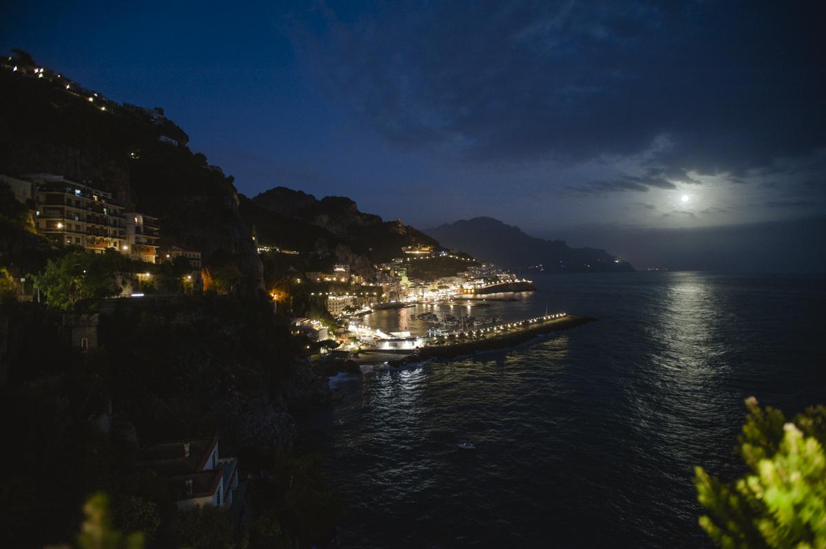 wedding in amalfi landscape by night