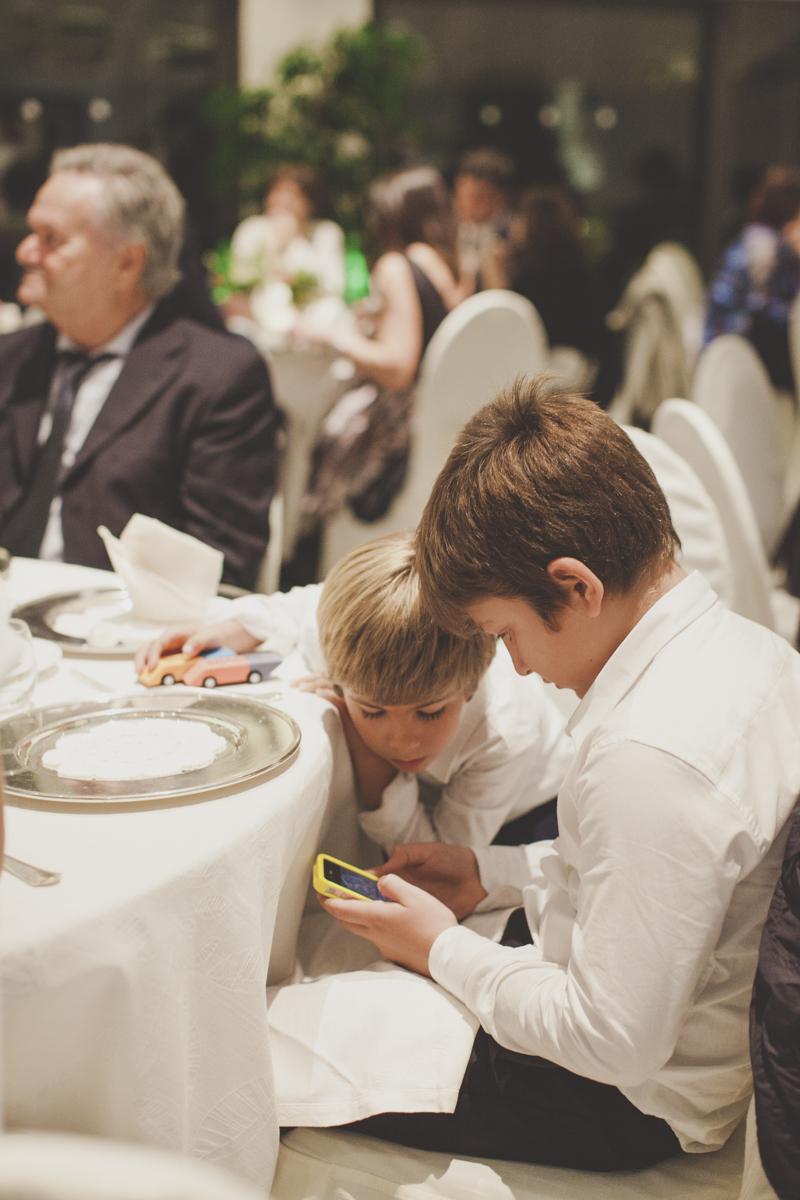 wedding in amalfi children playing