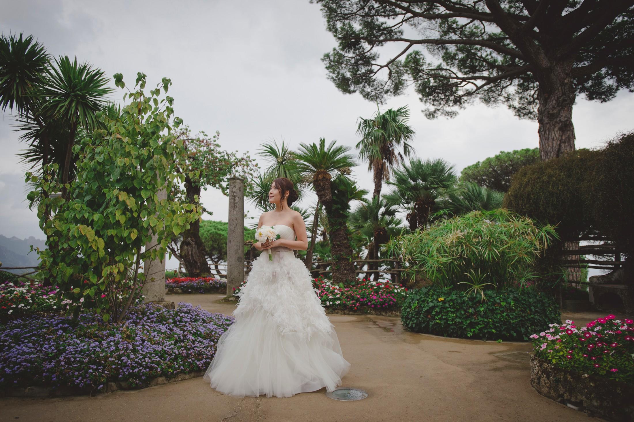 wedding on the amalfi coat bride' s portrait at villa rufolo in ravello
