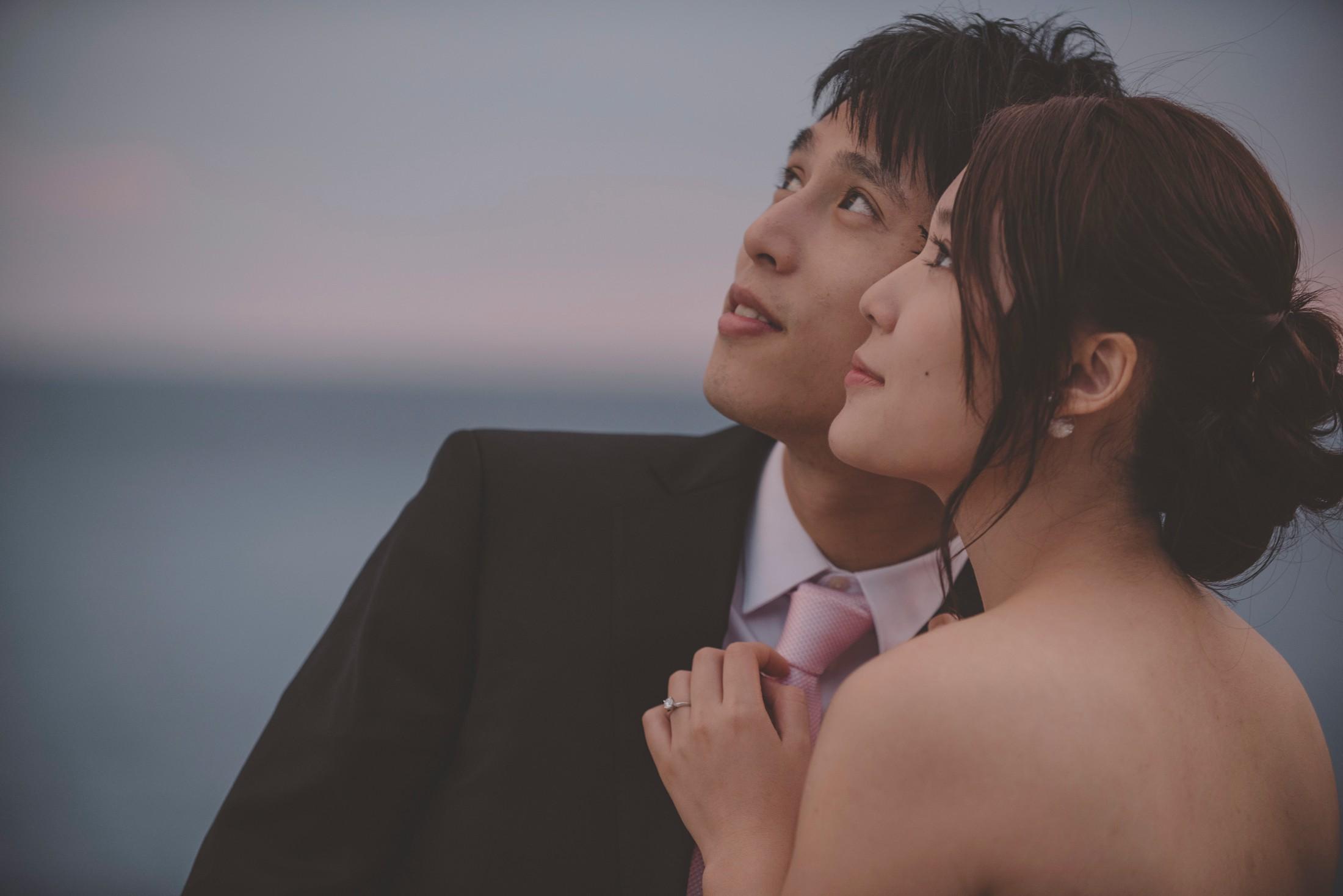wedding on the amalfi coast the bride and the groom facing the sky