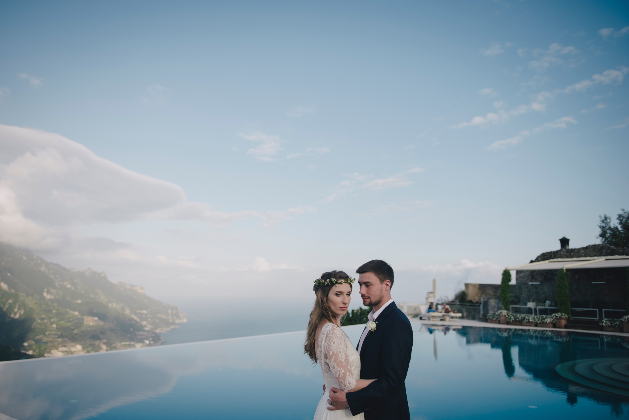 wedding in ravello bride and groom's portrait at the infinity pool of the hotel caruso