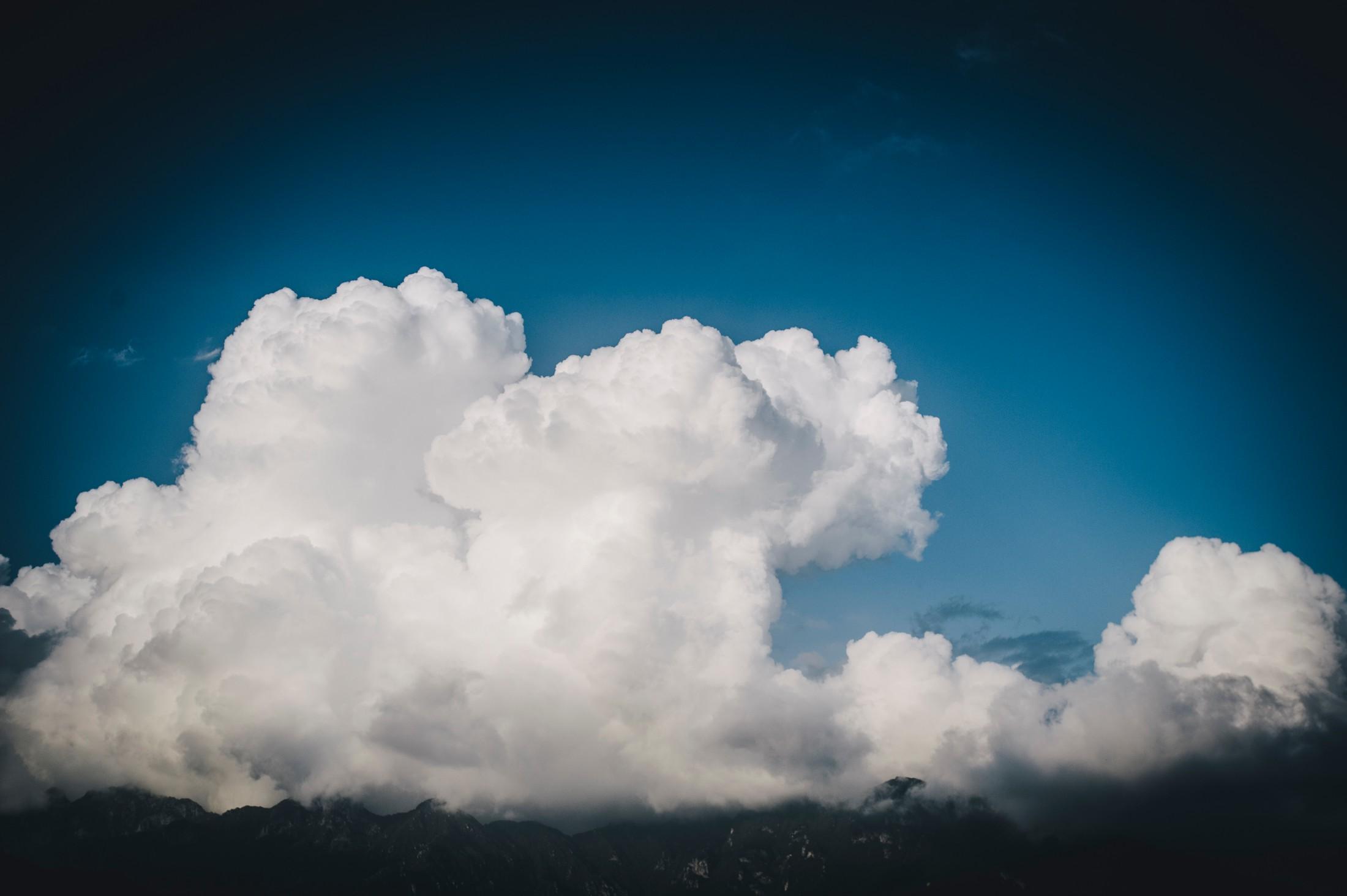 wedding in ravello a big white cloud