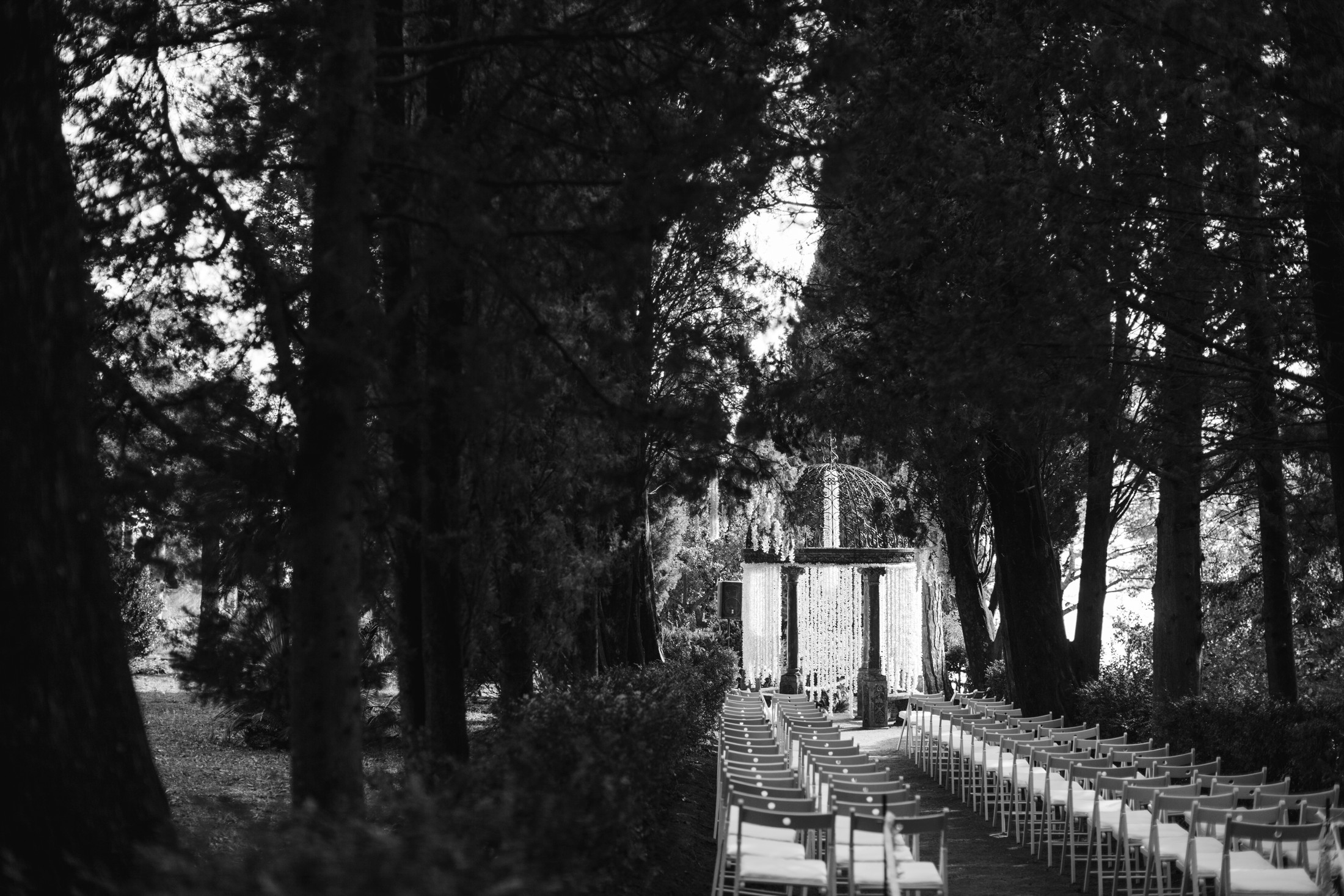luxury wedding wedding ceremony setting at villa cimbrone in black and white
