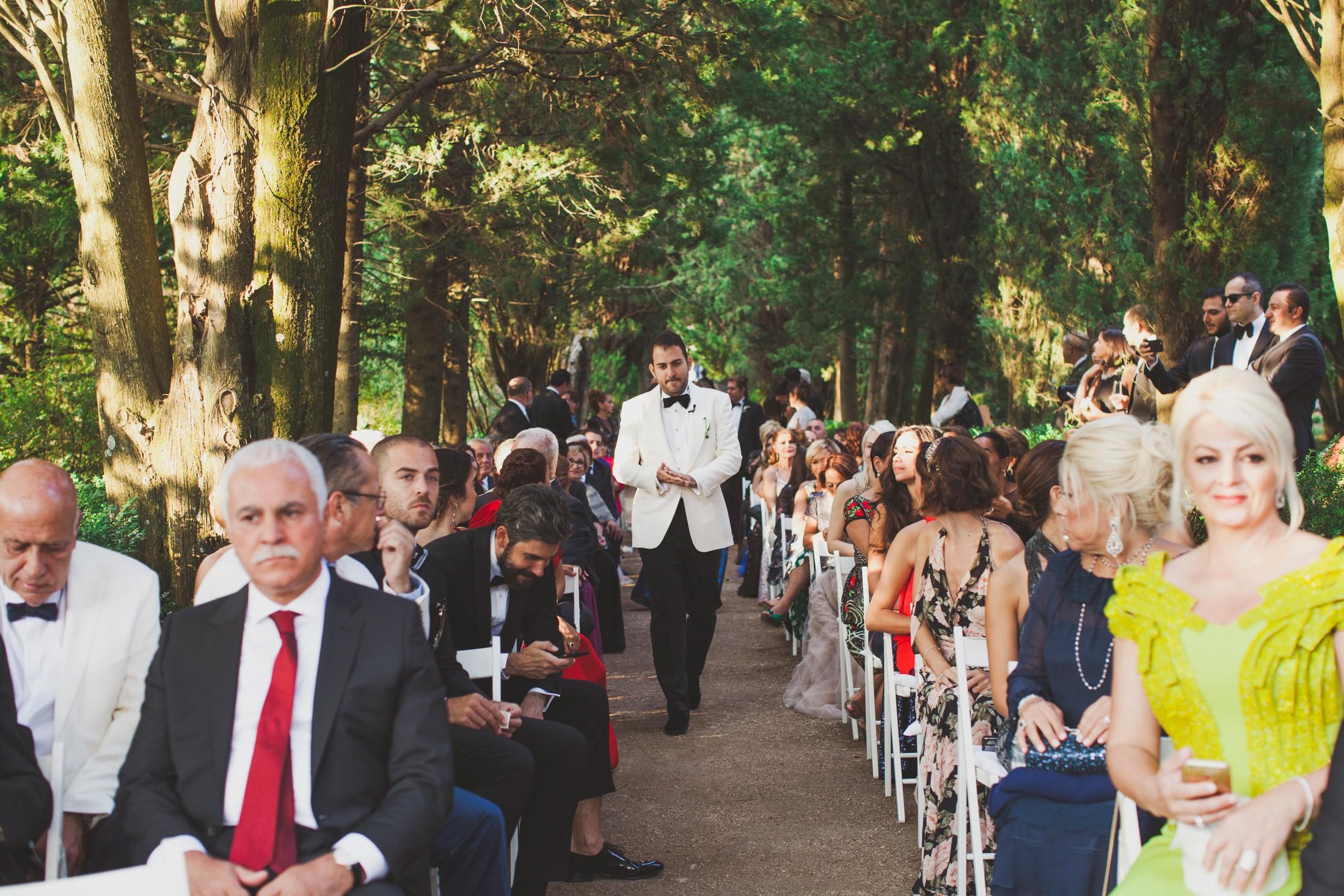 luxury wedding the groom arrives at the wedding ceremony in villa cimbrone ravello