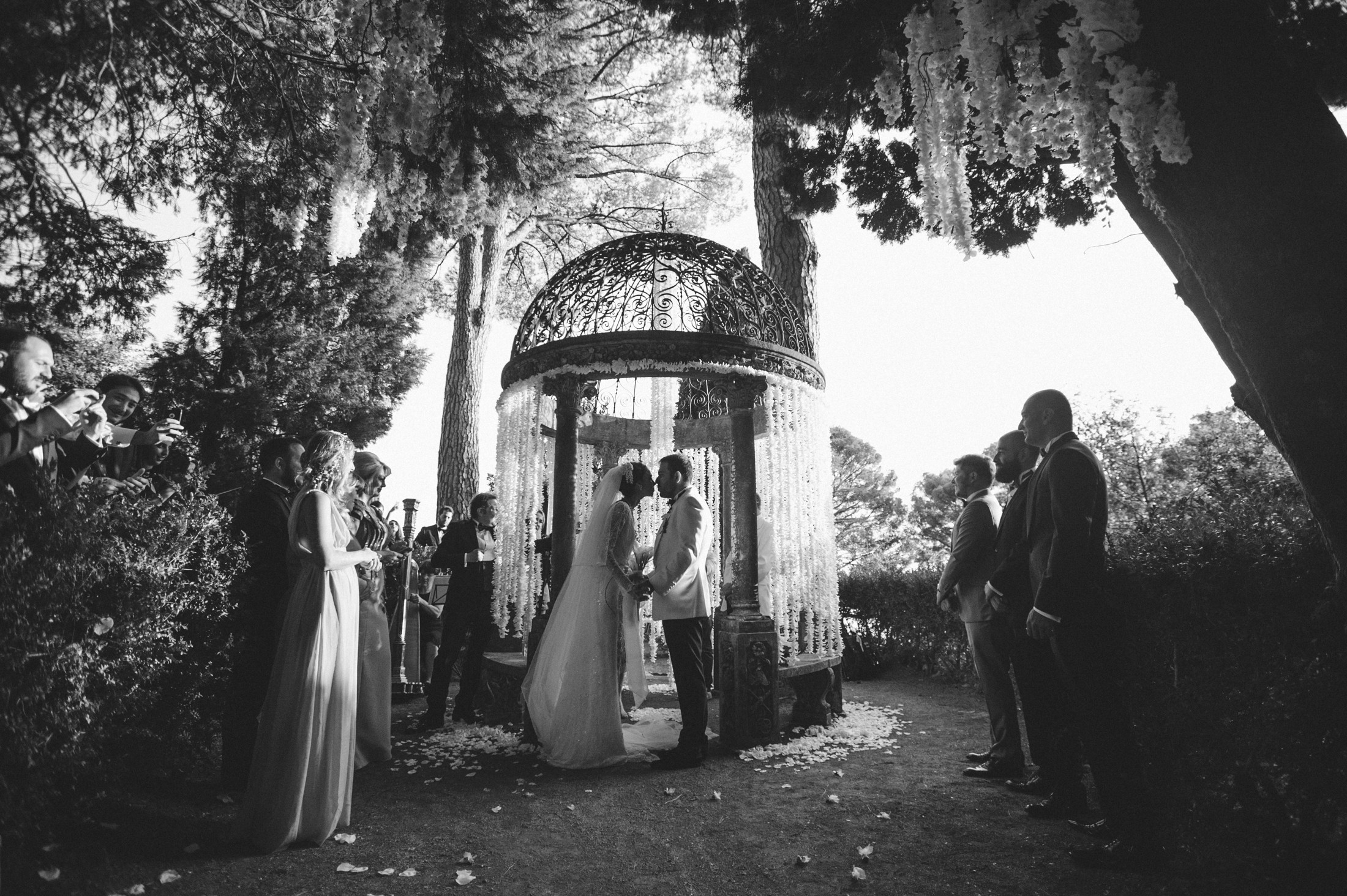 luxury wedding the bride and the groom during the wedding ceremony in villa cimbrone ravello