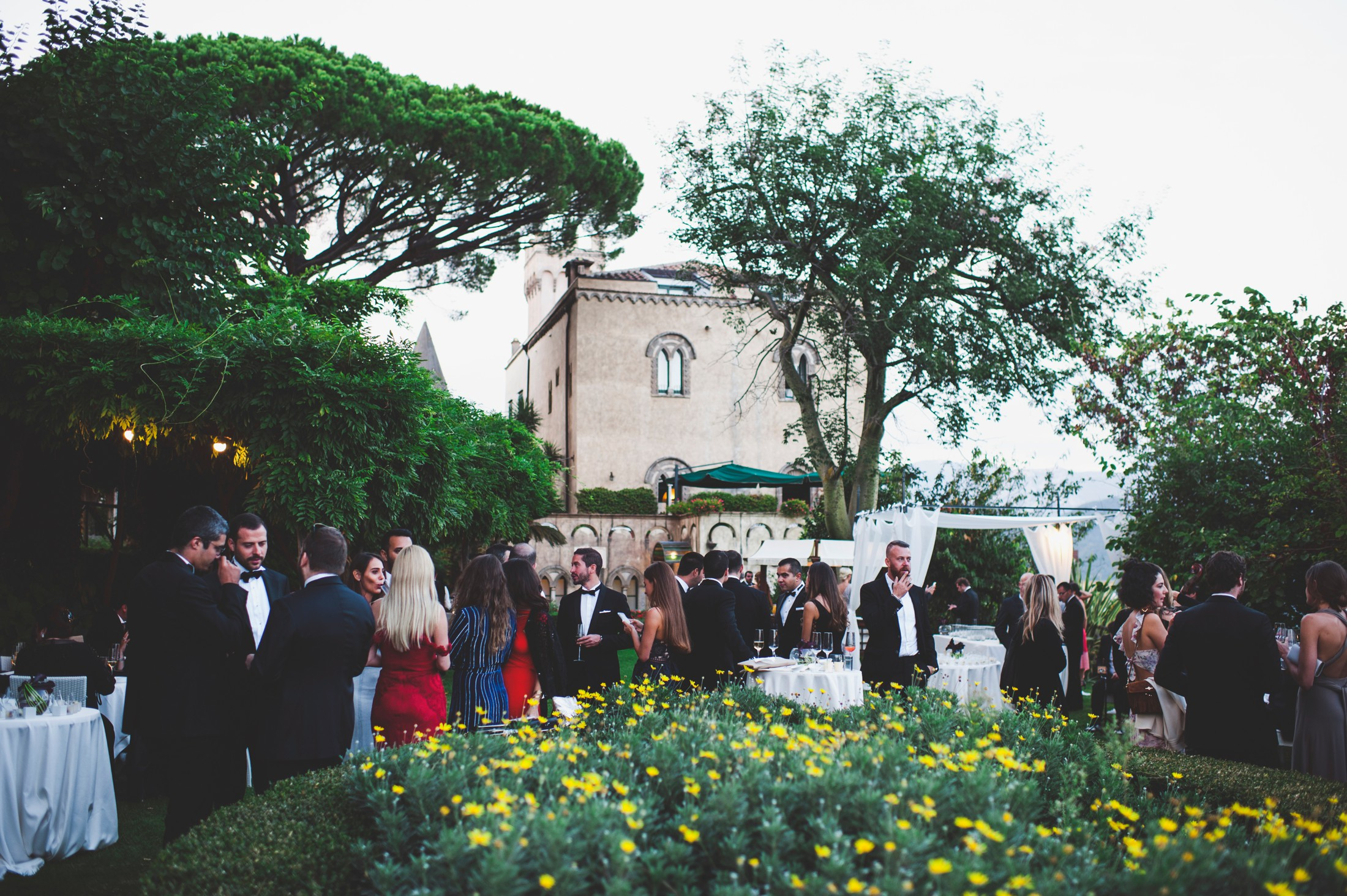 luxury wedding guests at villa cimbrone ravello