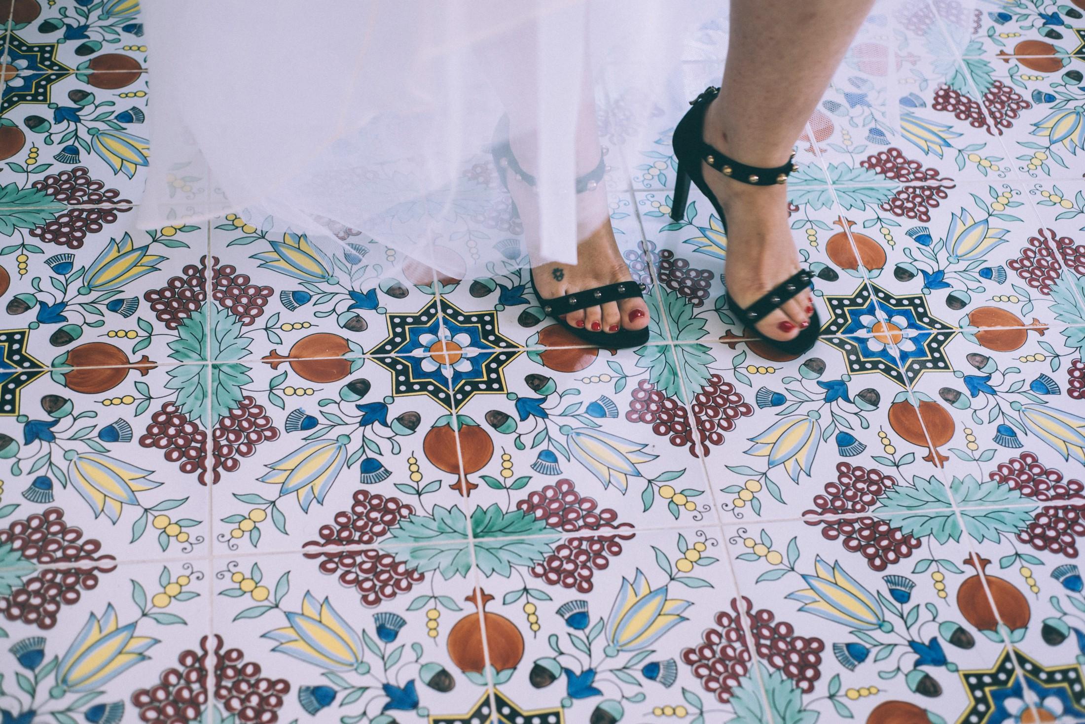 rustic wedding in ravello bride's black shoes