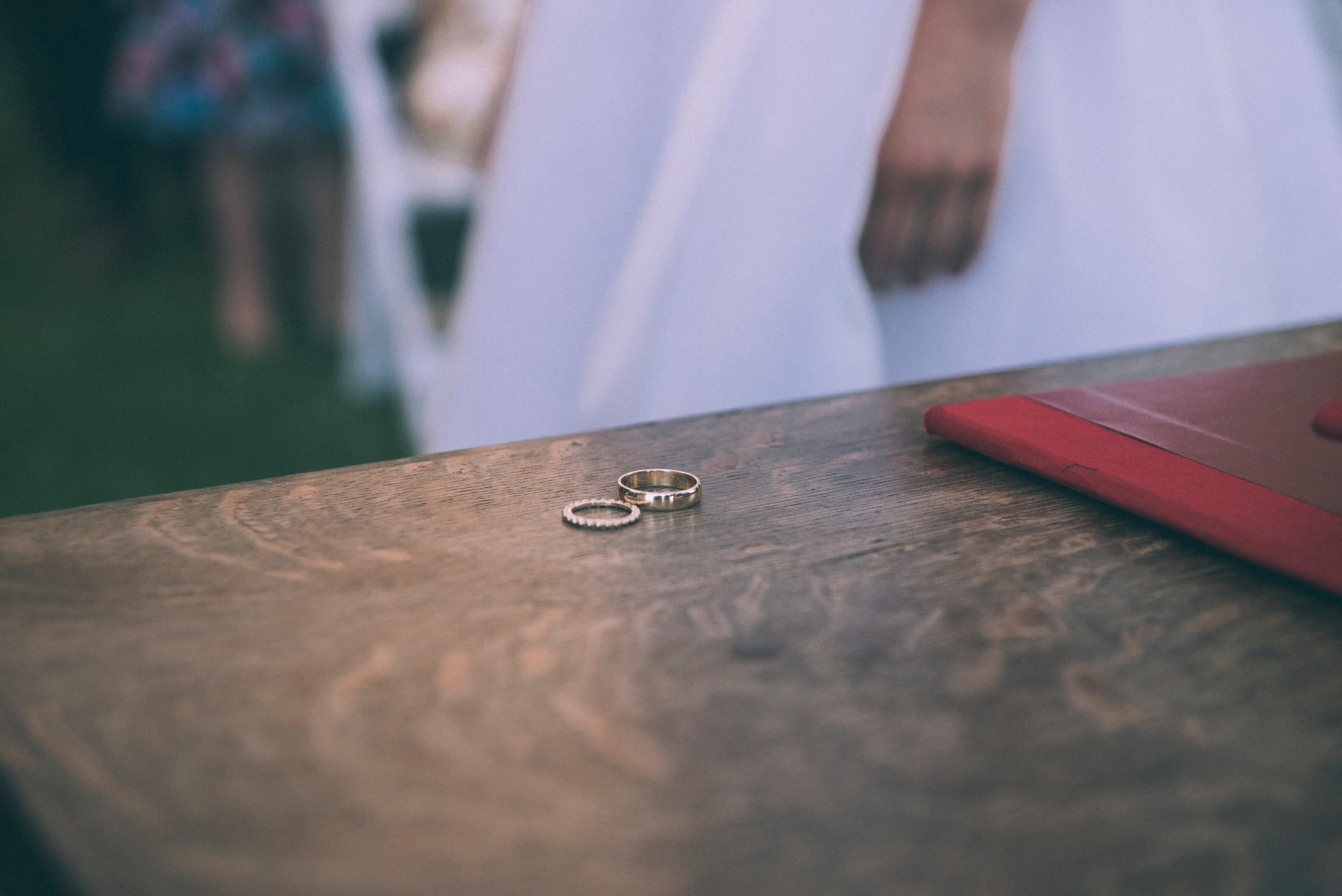 rustic wedding in ravello wedding rings