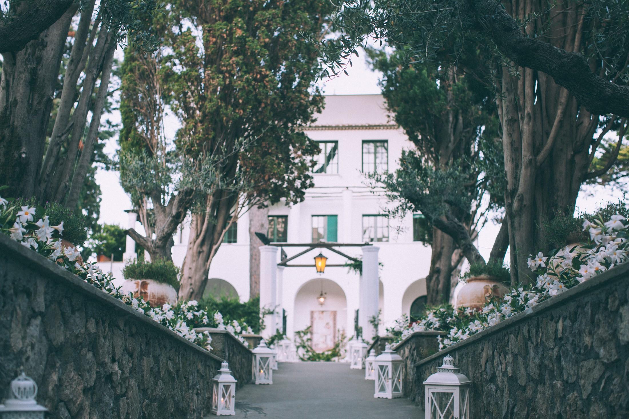 rustic wedding in ravello villa eva entrance