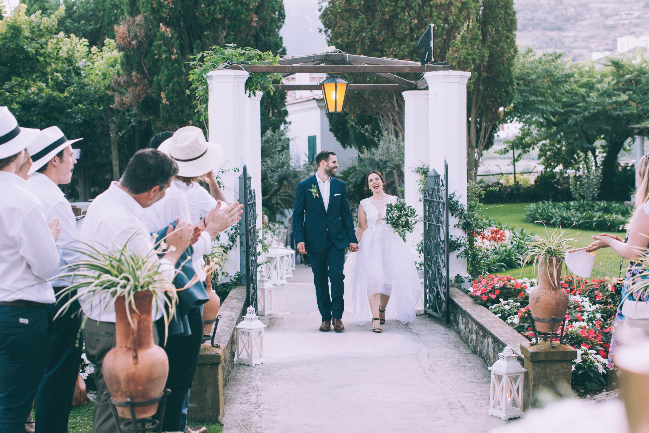 rustic wedding in ravello the bride and the groom arrive at the wedding location