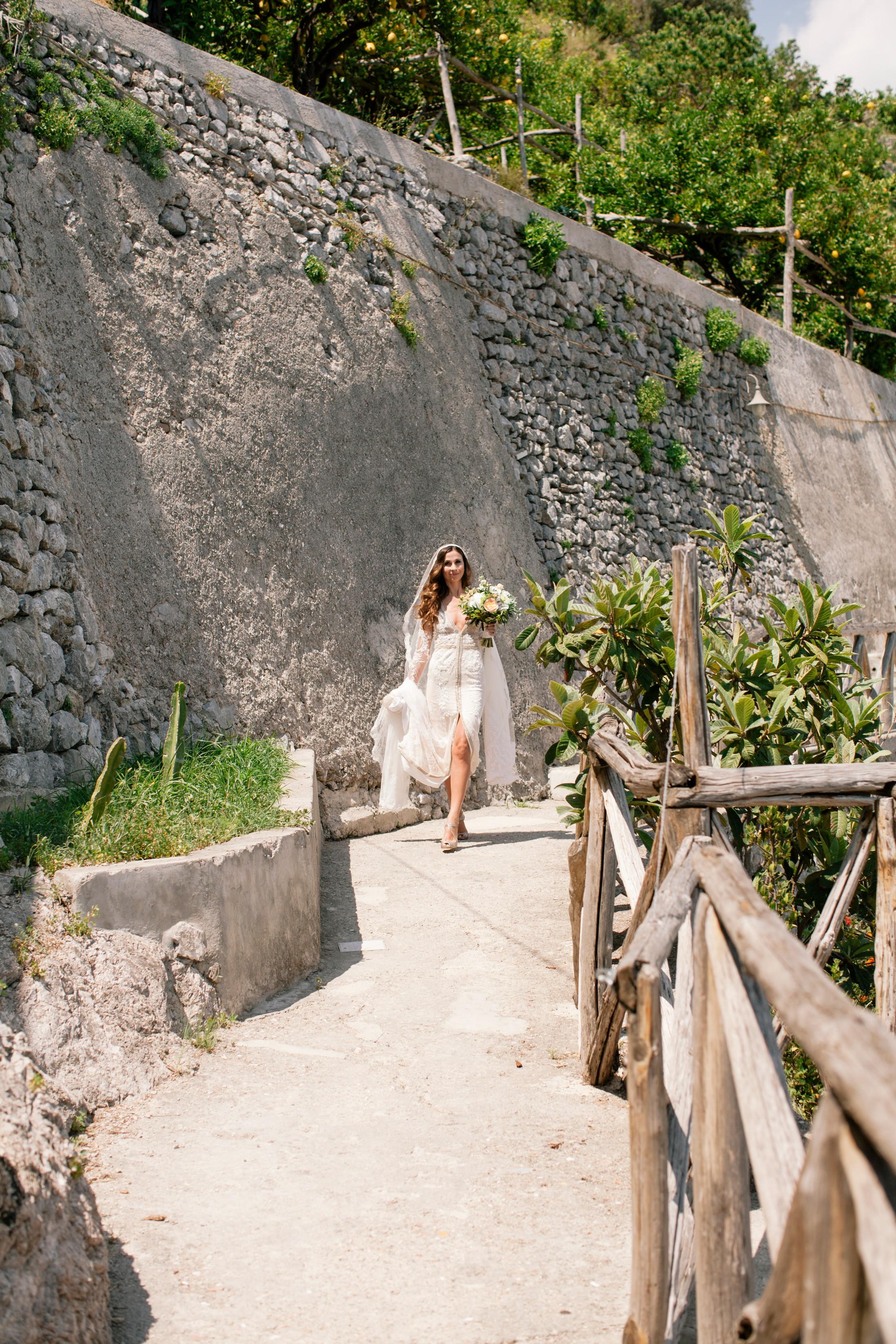 wedding at villa cimbrone bride walking