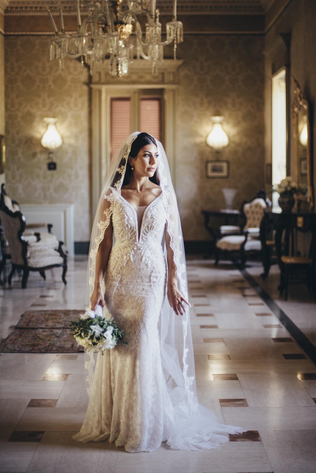 bride's portrait with the bouquet