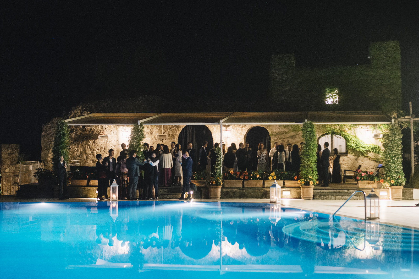 wedding guests by the infinity pool of the belmont hotel caruso in