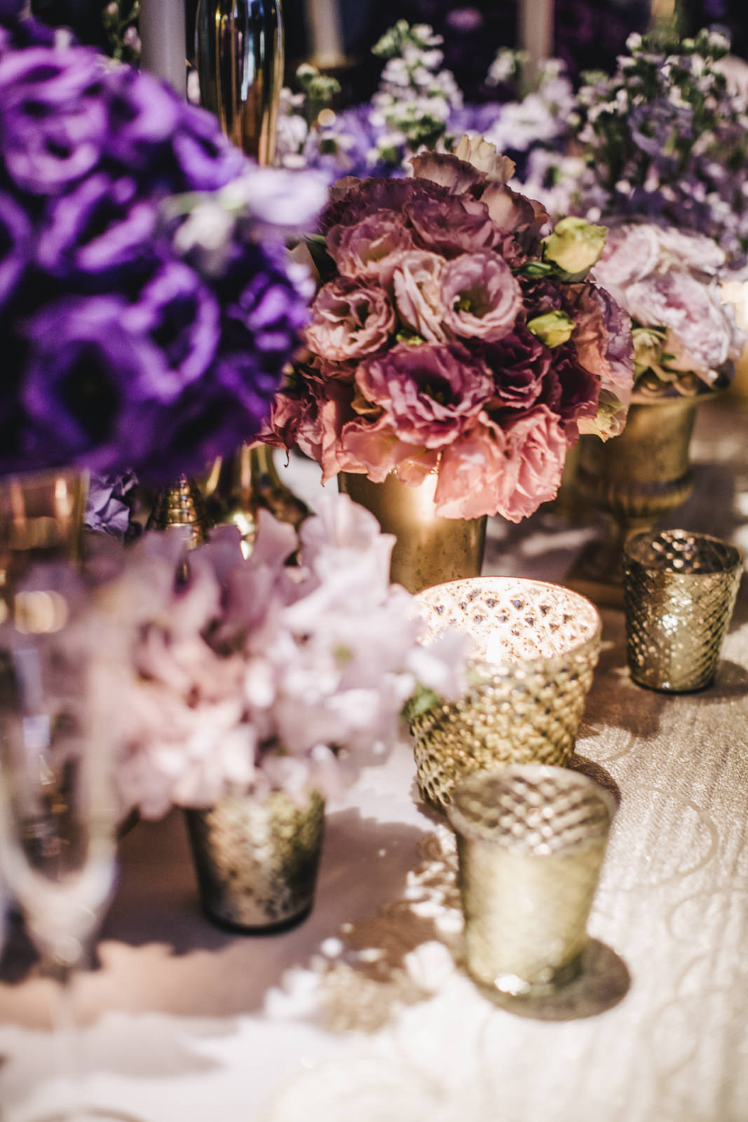 detail of the flowers on the wedding table