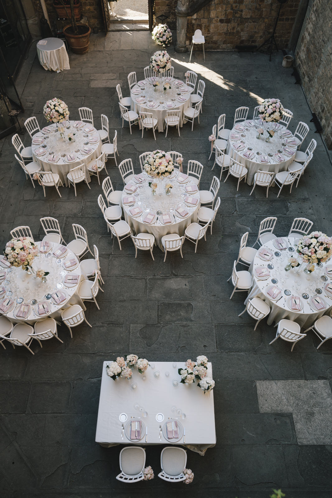 wedding tables at castello di vincigliata