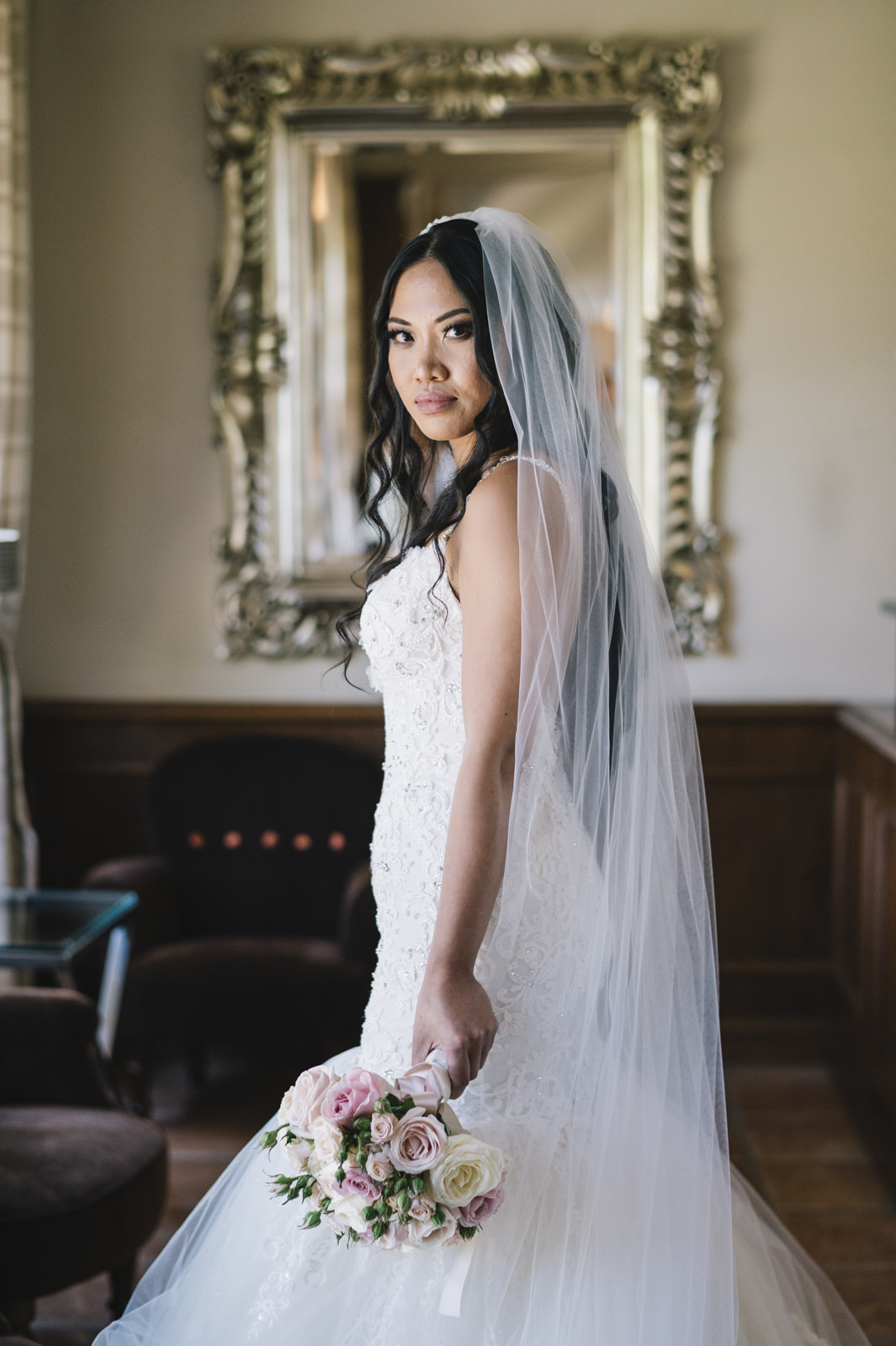 bride's portrait with her bouquet