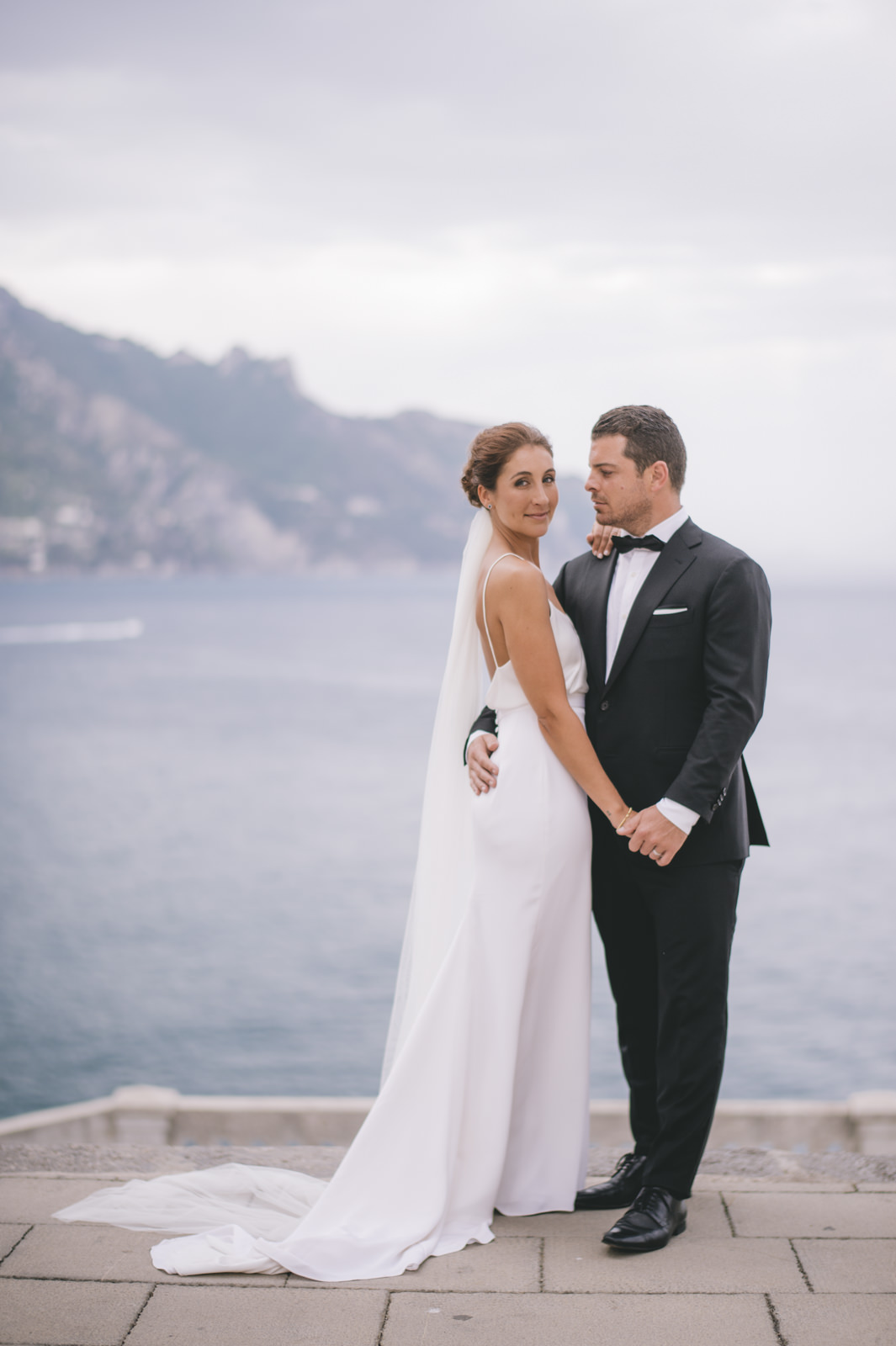 bride and groom's portrait with the sea as background
