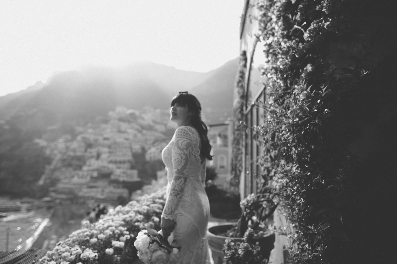 black and white portrait of the bride on a terrace at the hotel Maricnanto