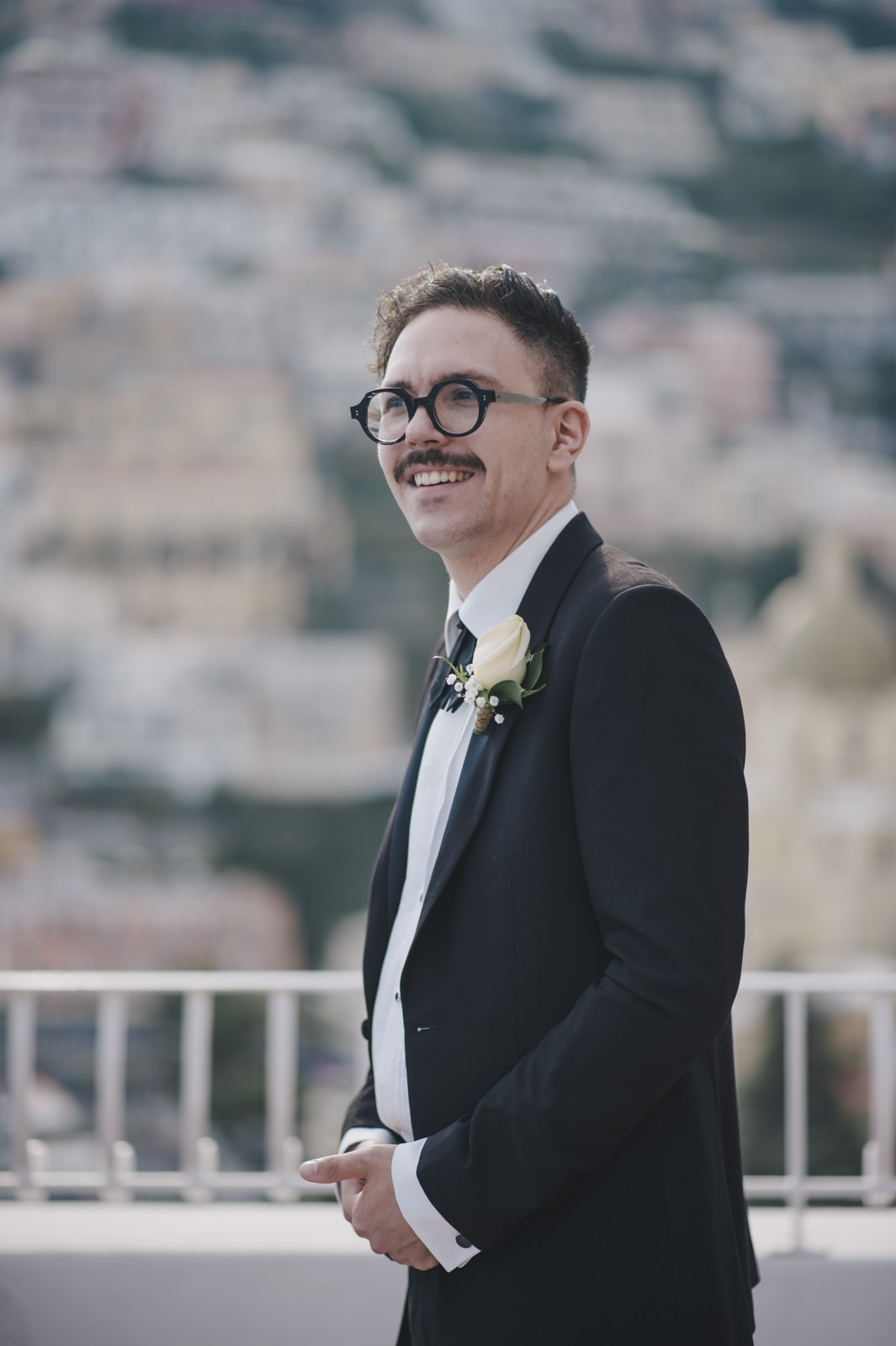 groom's portrait with Positano on the background