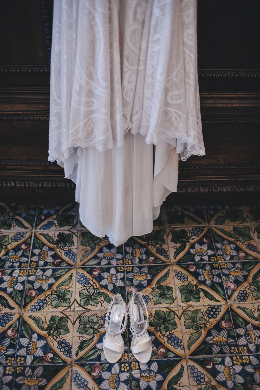 details of the bride dress and shoes on a maiolica floor
