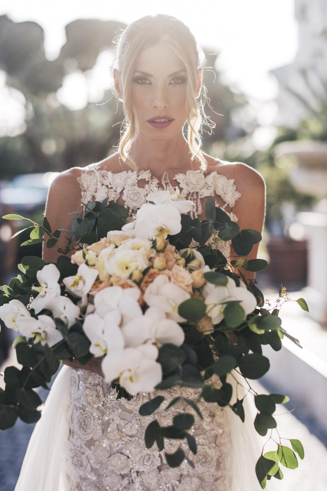bride's portrait with the wedding bouquet