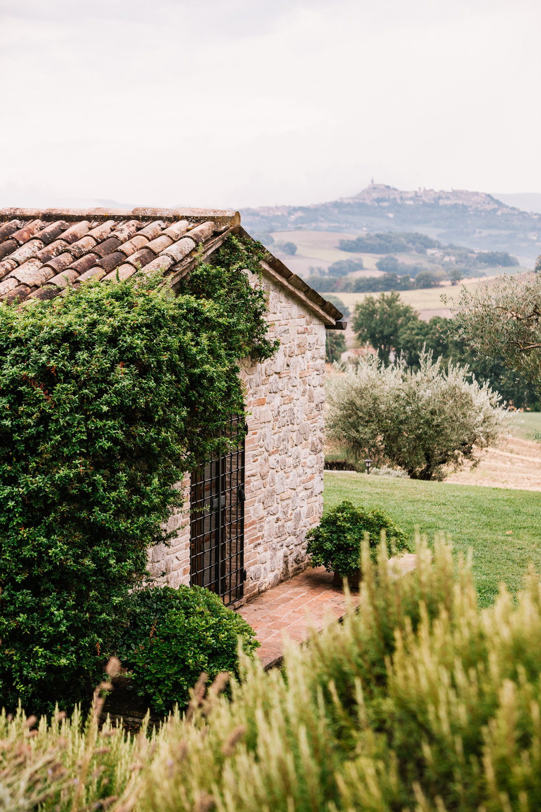 elegant wedding in umbria la badia in orvieto 07